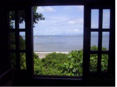 Ático com vista para o mar calmo da Prainha